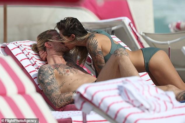 Sophia Thomalla kiss Footballer Loris Karius