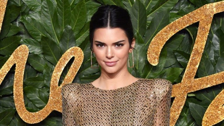 Kendall Jenner Share Snake Love her Instagram Story: Pet Snake hang Out in Her Hair